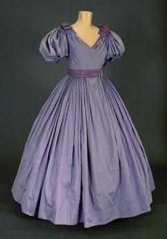 http://lecostumeatraverslessiecles.chez-alice.fr/Images/images_costumes/feminin/133.jpg
